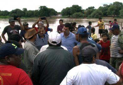 El Gobernador recorrió comunidades afectadas por la crecida del Pilcomayo