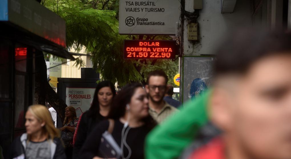 Otro test para Macri: emite hoy deuda a una tasa incierta tras la suba del dólar