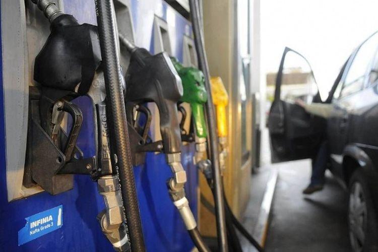 Por el dólar, estudian un plan para que las petroleras no deban subir las naftas