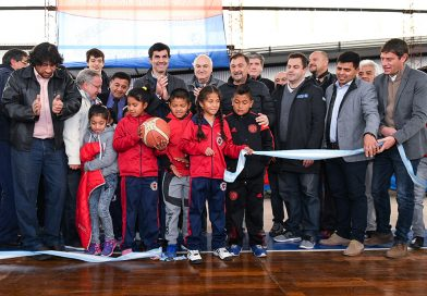En el Club Sportivo Social Quijano el gobernador Urtubey inauguró el nuevo piso parquet