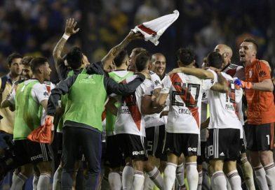 """Superclásico: River le ganó a Boca con golazos del """"Pity"""" Martínez y """"Nacho"""" Scocco"""