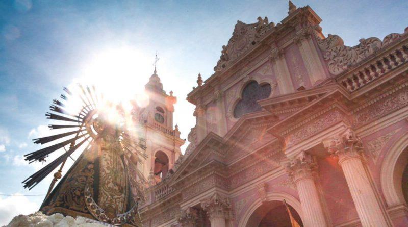 El Milagro convocó a los fieles en multitudinaria procesión y miles de salteños renovaron el pacto de Fidelidad