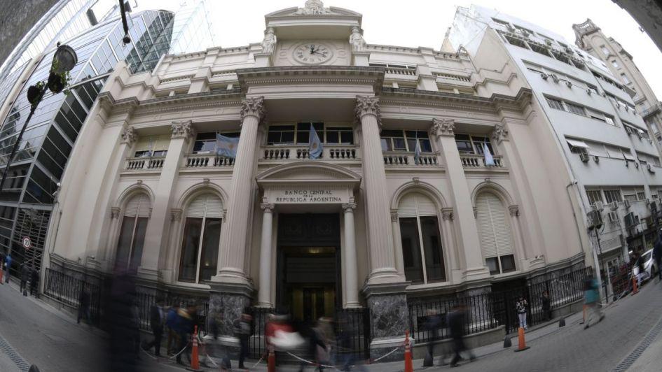 El Central aplicó una fuerte suba de tasas para domar al dólar
