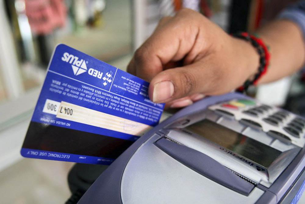 Es obligatorio que los comercios reciban tarjetas de débito