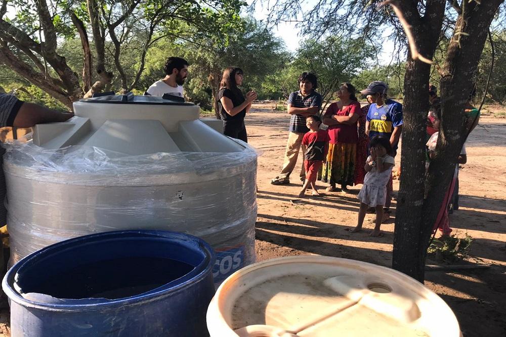 La ministra Figueroa entregó tanques para agua segura en comunidades en emergencia
