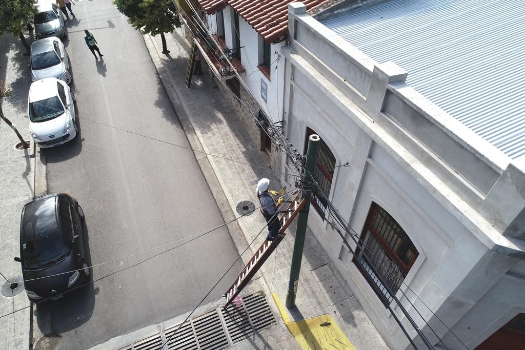Terminan la primera etapa de retiro de cables en desuso del área centro