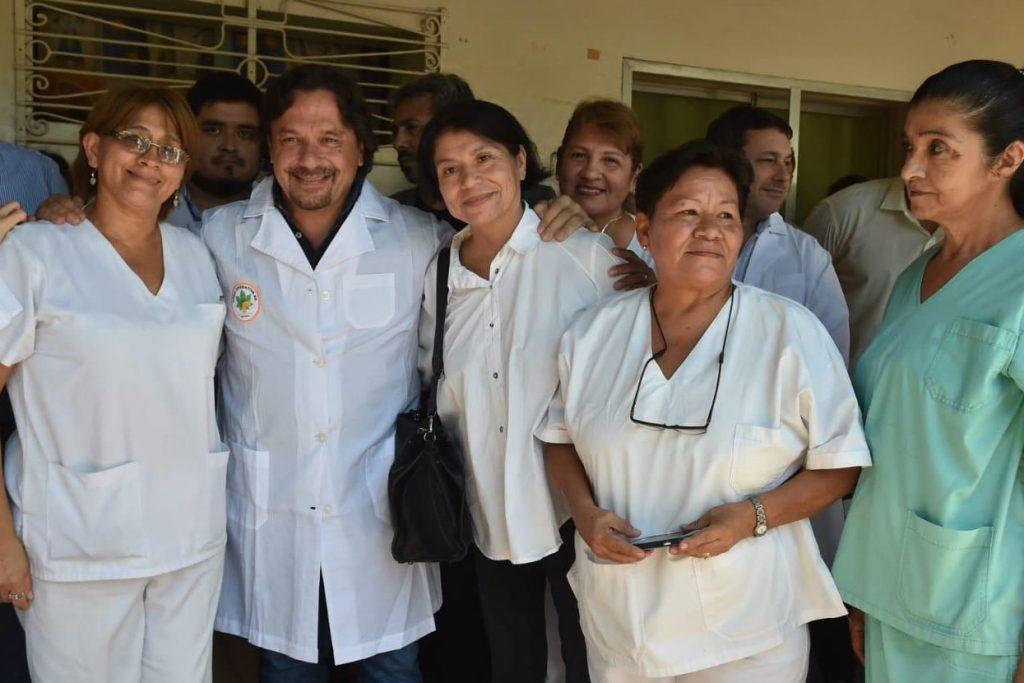 El gobernador Sáenz entregó dos ambulancias y equipamiento al hospital de Tartagal